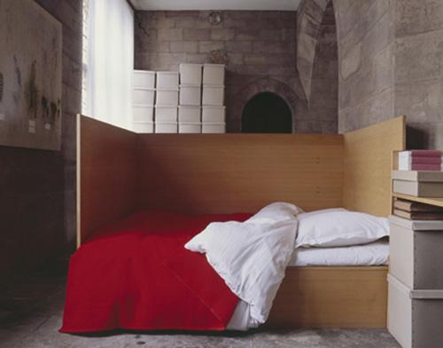 Bed/pony wall combo, photo by Edina van der Wyck