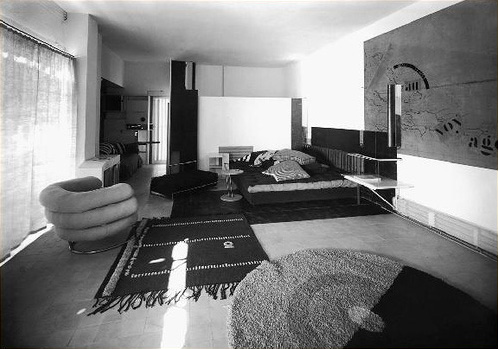E1027 house by Eileen Gray, living room