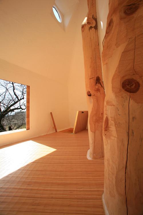 teahouse by Terunobu Fujimori at the Kyoharu Geijutu Mura in Yamanashi Prefecture