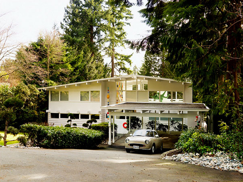 Douglas Coupland's white house, West Vancouver, by photographer Martin Tessler