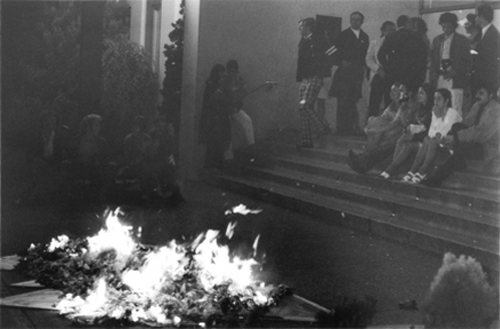burning of dome outside Vancouver Art Gallery at end of Dome Show, 1970