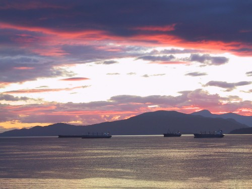 vancouver red sunset 3 boats - freighters